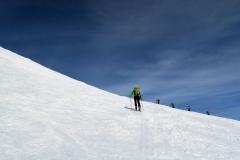 Blizu vrha, sneg je samo še trd in suh