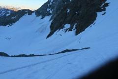 Zadnje tedne je bilo nad 3000m precej svežega snega, zato obilne plazovine