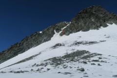 Začetek smučarskega spusta, sneg vidno zgineva