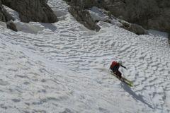snežne ponvice so se lepo vdajale pod pritiskom smuči
