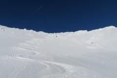 Prvi zavoji pod vrhom