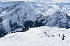 Pogled nazaj, na nasprotni strani je Weisseck, 2711 m, cilj ene od prihodnjih tur