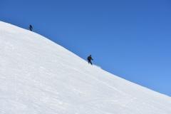 Na vzhodni flanki je sneg nekoliko popustil